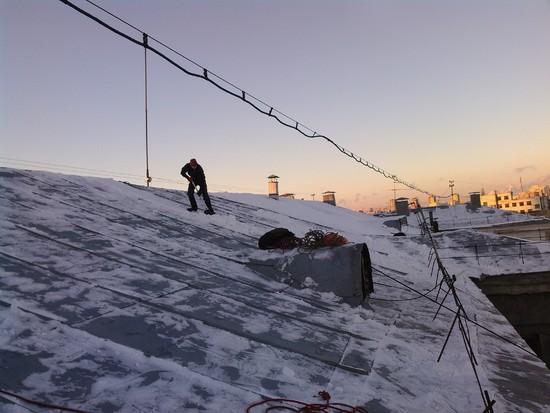 Очистка крыш от снега в екатеринбурге
